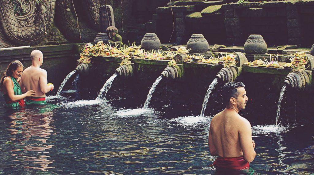 Ritual de purificación en Tirta Empul