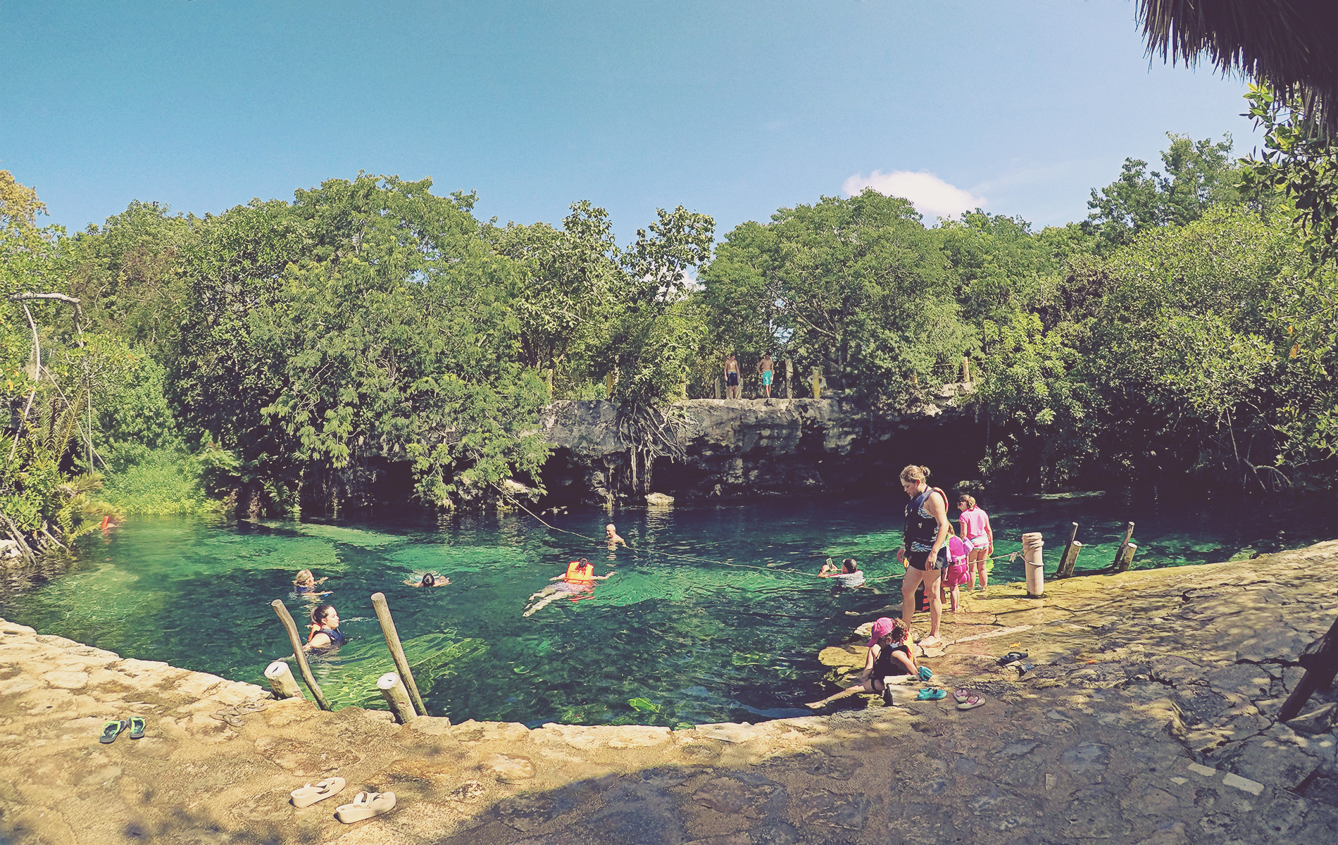 Cenote Cristalino. Cerca del complejo Barceló y la carretera 307