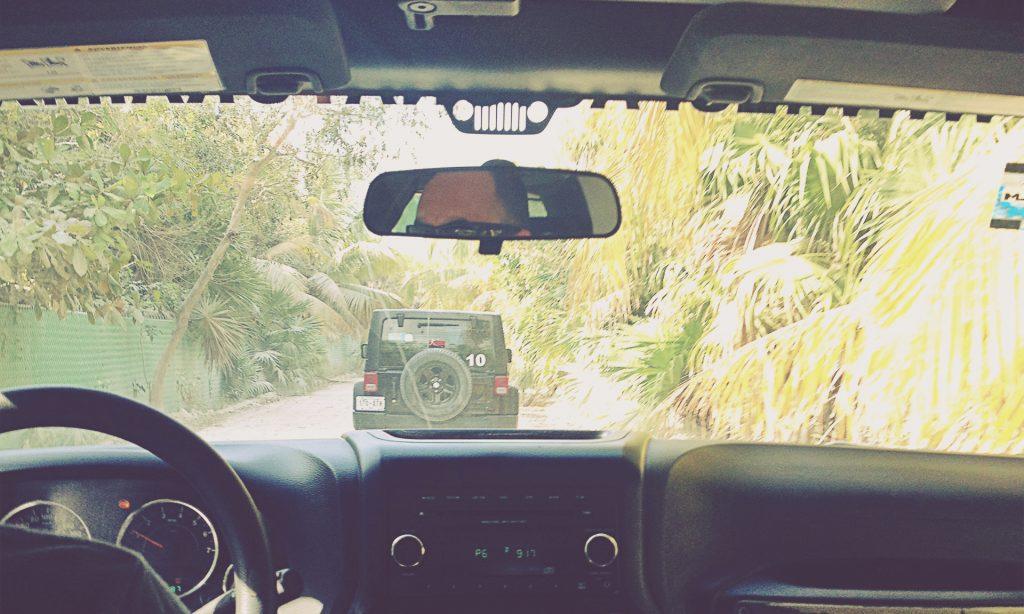 Jeep en el camino a Punta Allen (Sian Ka'an). Riviera Maya