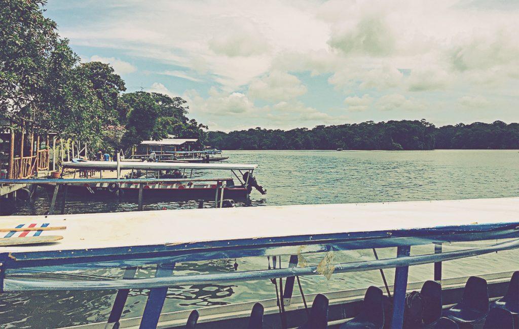 Embarcadero en los canales de Tortuguero. Costa Rica