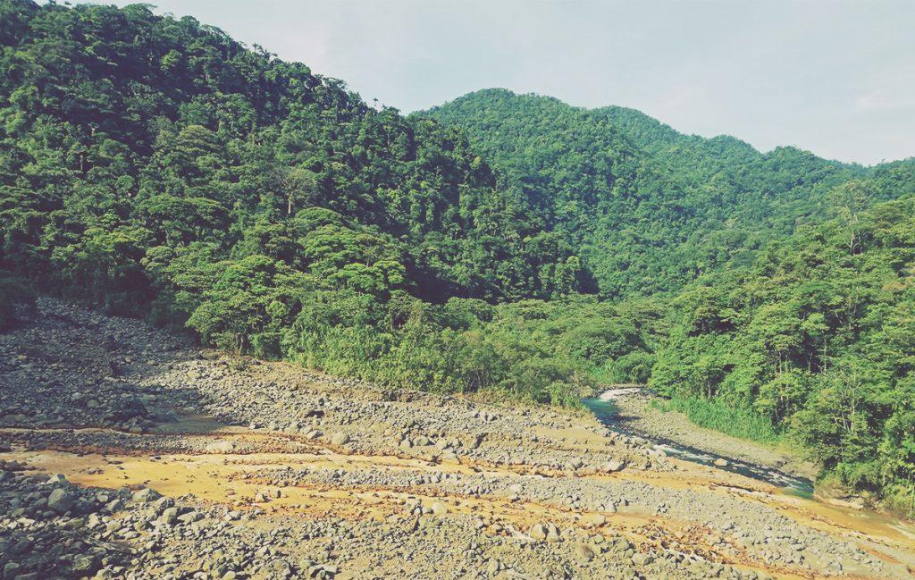 Confluencia de los ríos Sucio y La Hondura. Costa Rica