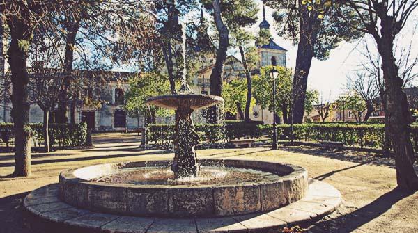 Plaza-de-la-Iglesia-Nuevo-Baztán