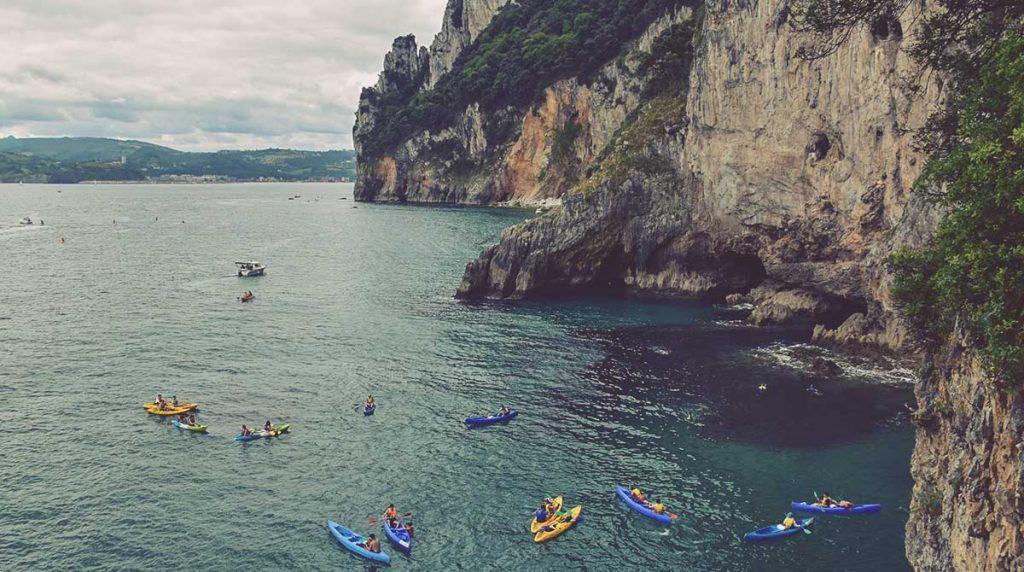 Faro-del-Caballo-en-kayak