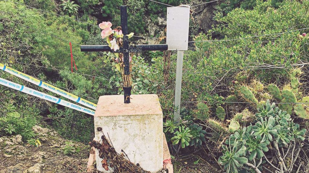 Cruz-en-memoria-de-los-fallecidos-Sima-Jinámar