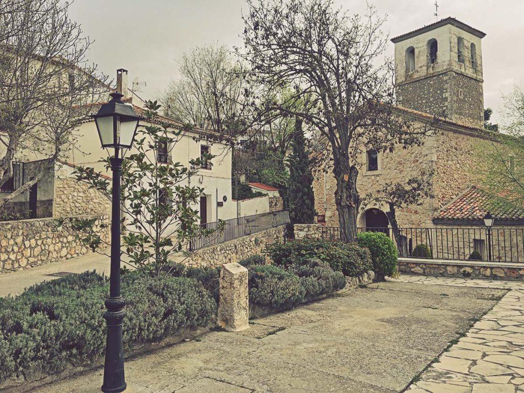 Plaza del Olmo e Iglesia de San Pedro Apóstol
