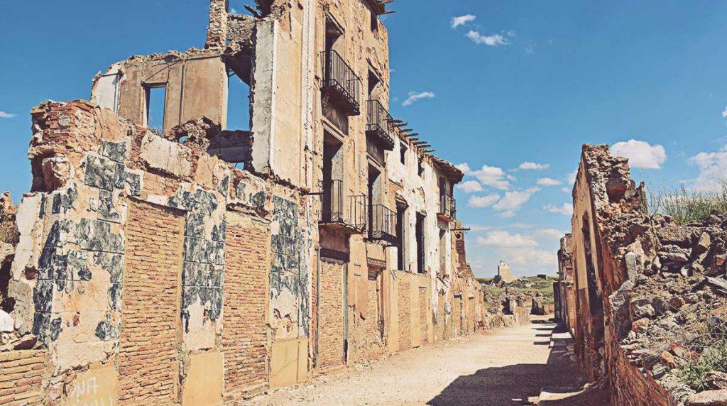 Calle-Mayor-Pueblo-Viejo-de-Belchite