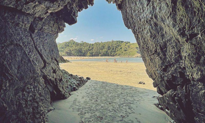 Playas-Asturias-Playa-de-Cuevas-o-de-la-Arena